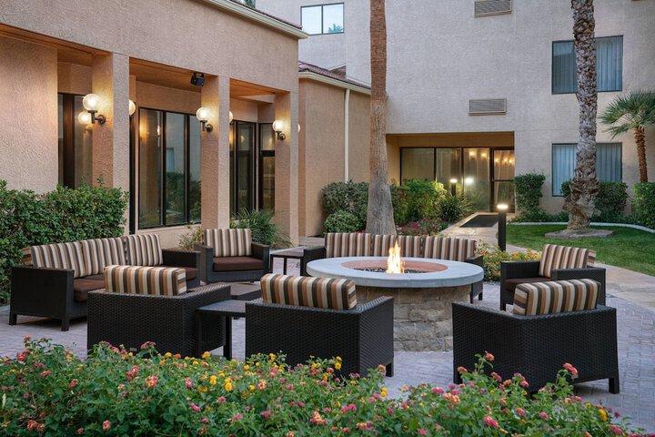 Courtyard By Marriott Las Vegas Convention Center Las Vegas Nv 3275 Paradise Rd 89109